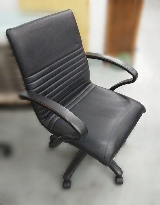 台中2手買賣 宏品二手家具館 全新2手中古傢俱拍賣 E12304*黑色皮辦公椅* 按摩椅 餐椅 電腦椅 新竹台北南投苗栗