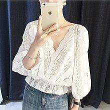 韓系 韓版  V領鏤空蕾絲上衣白色氣質V領荷葉邊收腰七分袖娃娃襯衫F3080 .8023  胖胖美依