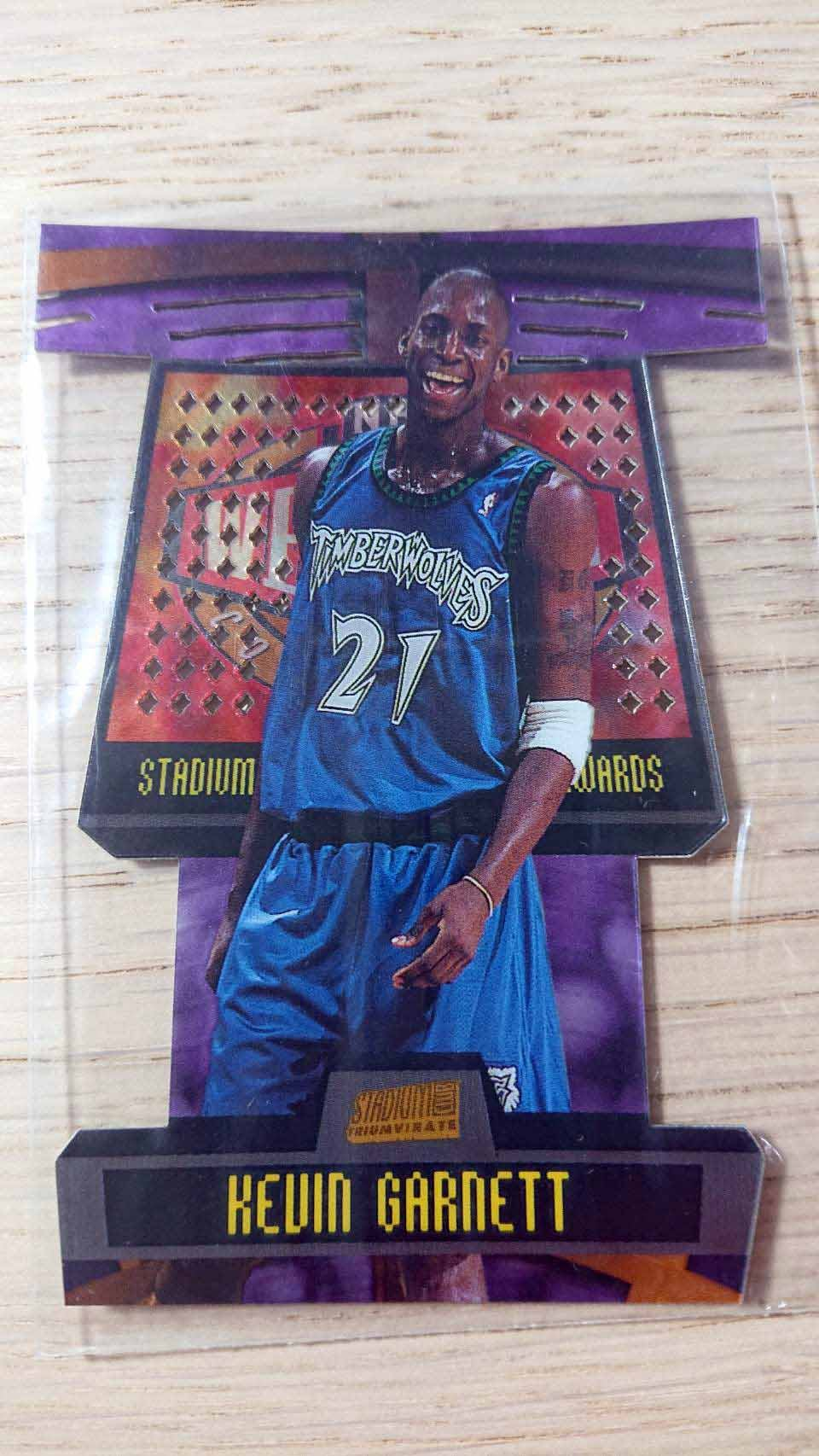 98-99 STADIUM CLUB TRIUMVIRATE LUMINOUS #T11B KEVIN GARNETT