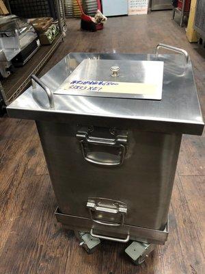 達慶餐飲設備 八里二手倉庫 道具倉庫 融油桶