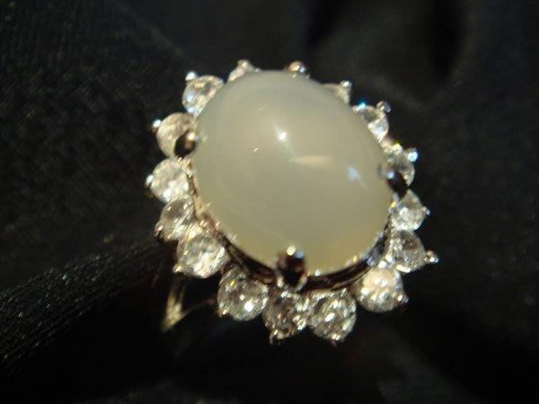 賣家珍藏,全新從未戴過天然水晶白玉髓戒指白 k 檯,低價起標無底價!本商品免運費!