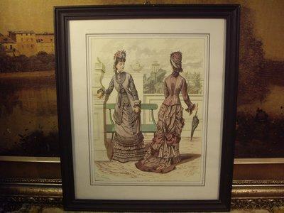 歐洲古物時尚雜貨 法國 仕女畫 二女一倚靠椅一拿傘掛畫 擺飾收藏品