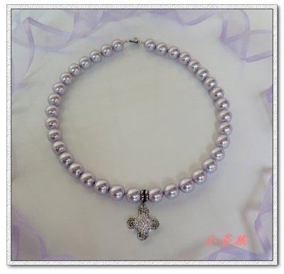 Φ小姿族ΦSWAROVSKI薰衣草紫水晶珍珠飾十字架短鍊 時尚造型項鏈 10mm水晶珍珠+灰白十字架款 滿1000免運費