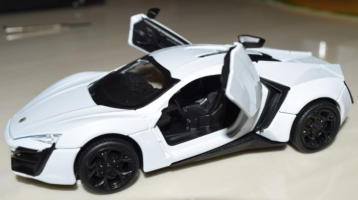 全球僅生產7輛的Lykan hypersport官方報價為350萬美金,以台幣來算的話,售價超過一億元新台幣。而Lyka