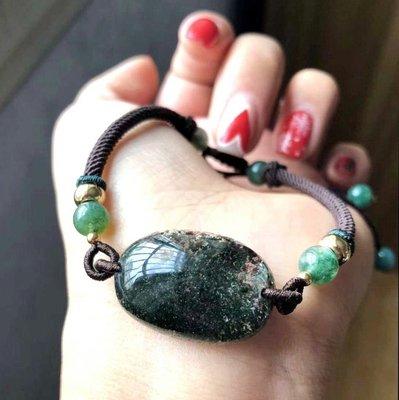 天然巴西綠幽靈手鏈顏色濃郁打磨精美 翠綠色 品相極佳 純手工打造 上手好看 規格:26.5*18mm