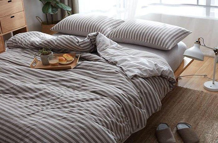 純棉親膚裸睡專用床包組(淺咖條紋) 床包 床單 枕頭套 枕頭 床 棉被 被套 寢具 裸睡 純棉 床包組 拖鞋 室內拖鞋