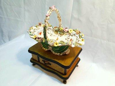 { Ruminant 慕名古物 } 19世紀德國麥森Meissen立體小碎花浮雕彩繪瓷籃子