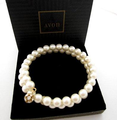 【戴大花2】Avon 1995年 Wrapped Elegance 亮澤 等圓 美珍珠 一條纏繞款  手鍊環 #E156