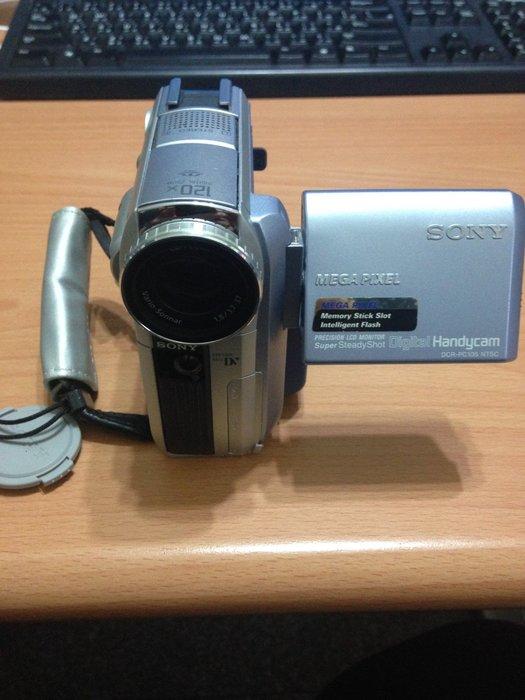 SONY-DCR-PC105(含電池一顆) 功能正常 $2200 昇47