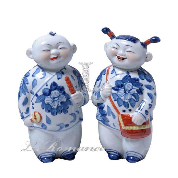 【芮洛蔓 La Romance】 正宗景德鎮青花瓷之雕塑瓷 - 開心快樂 (一對) / 擺飾 / 人物 / 瓷器