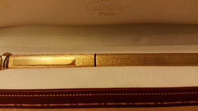 Les Must De Cartier 18ct (18K) Gold Plated Ball Point Pen卡地亞18ct (18k) 鍍金圓珠筆。