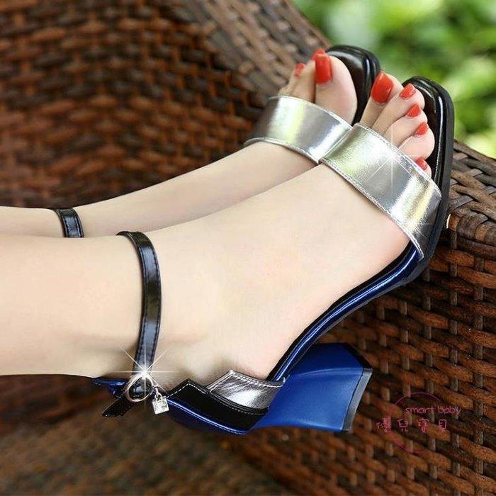 新款一字扣粗跟涼鞋女夏中跟性感大尺碼露趾百搭小清新高跟鞋女 一件免運