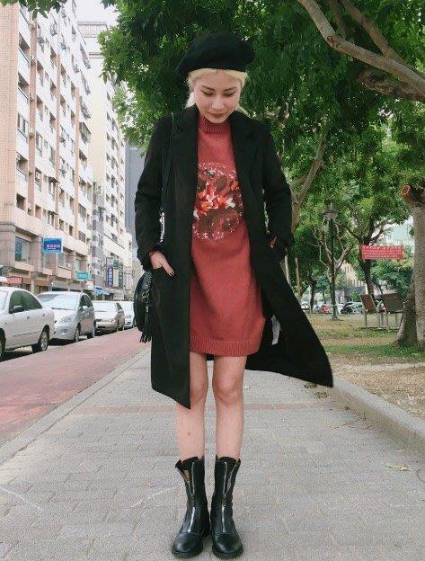 【鳳眼夫人】秋冬新款 慵懶煙管領 包芯紗 刺繡印花寬鬆加厚 長版毛衣上衣 連身裙 *四色 長款賣場