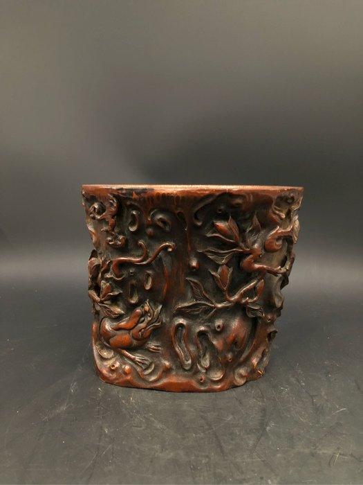 藏古院-竹雕黐龍筆筒