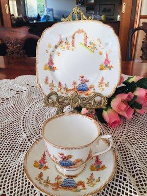 《風雅頌西洋古物》英國Royal albert 1940年代 杯盤三件組(已售出)