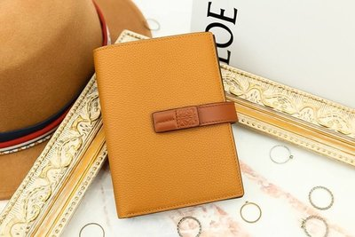 Loewe Medium Vertical Wallet Light Caramel/Pecan 焦糖拼色扣式中夾