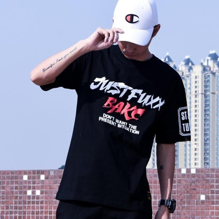 2018原創新款嘻哈短袖潮字母印花T恤國頭半袖T恤男