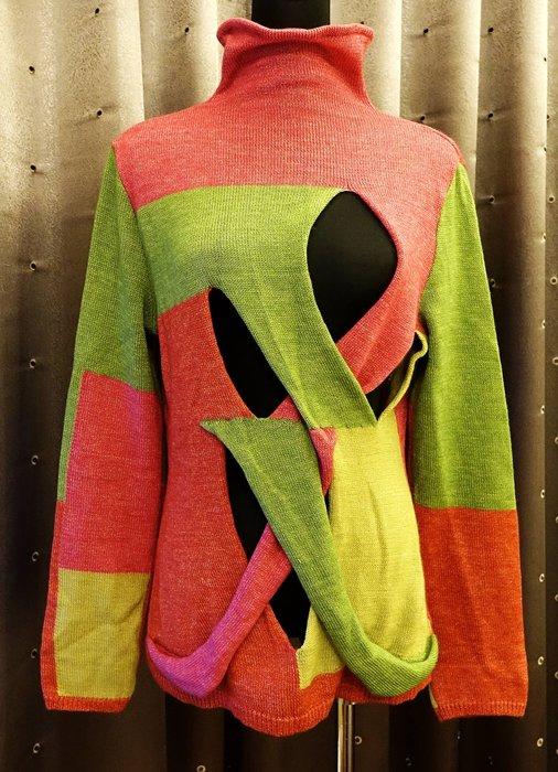 近全新 名牌 日本製 Panacea 多色塊洞洞裝設計感高領長袖長版毛衣,非常特殊的設計,盡顯您的獨特品味!免運費!