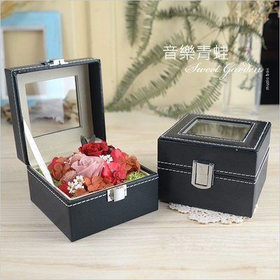 音樂青蛙Sweet Garden, 小型開窗黑色皮革盒 小禮盒 內舖絨布 可作永生花乾燥花設計