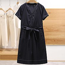 【木風小舖】微弧型V領 雙口袋 色線簡約綁帶洋裝*2色