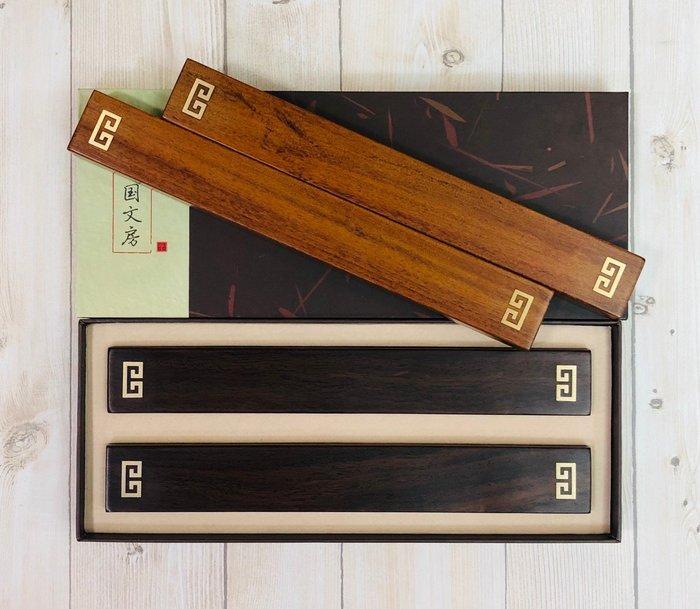 正大筆莊《雙回紋 鑲銅紙鎮》黑檀木、酸枝木 壓紙聖品 鎮尺