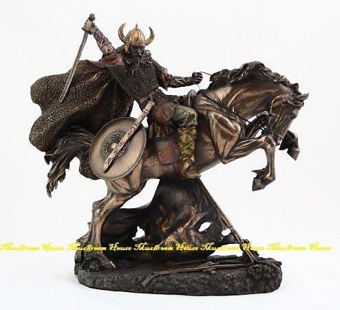 點點蘑菇屋{中古武士擺飾}維京人騎戰馬跳躍 羅馬 鐵甲武士 有角頭盔戰士 精緻仿銅飾品