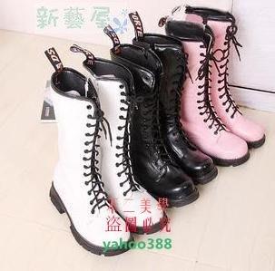 美學8014孔馬丁靴粉白色中筒靴女款軍靴騎士大碼40-43男女鞋 交叉綁❖8315