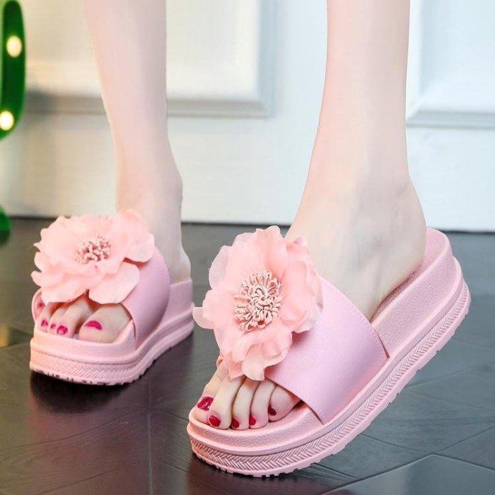 厚底拖鞋 夏季厚底坡跟外穿花朵防滑網紅涼拖鞋女戶外沙灘鞋一字拖 靚飾(可免費開立發票)