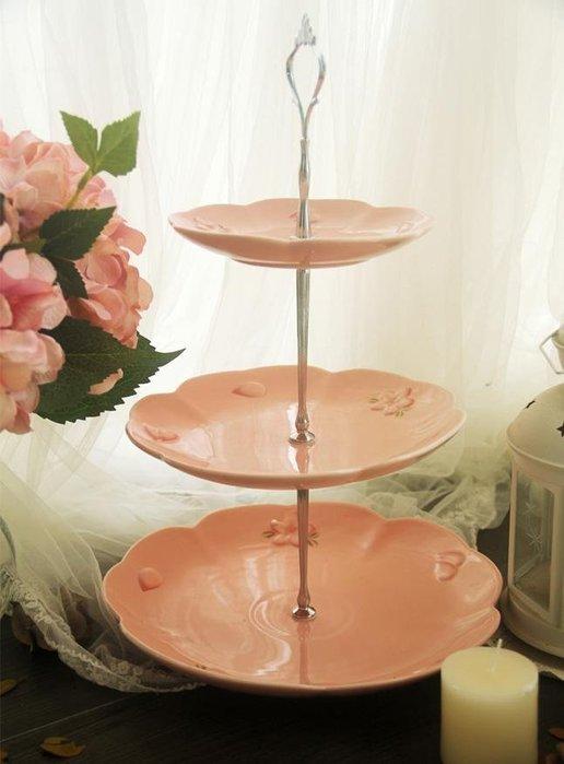 粉紅玫瑰精品屋~櫻花季。出口高品質櫻花粉色浮雕三層蛋糕盤~
