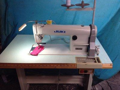 工業平車縫紉機 JUKI 555,縮小板85×50,不占空間,適合各種.各布類,家用修改。