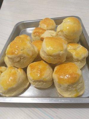 台南[鳳梨鑫] 特製海鹽比司吉 濃濃鮮奶香,鹹味好吃不膩口,是吃膩的正餐甜麵包的完美替代品,絕不含防腐劑香精甜精等化學物