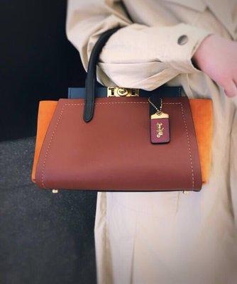 留學生like購 COACH 78545 新款女士Troupe系列手提包 素面牛皮旋扣式橫款單肩斜挎包 附購證