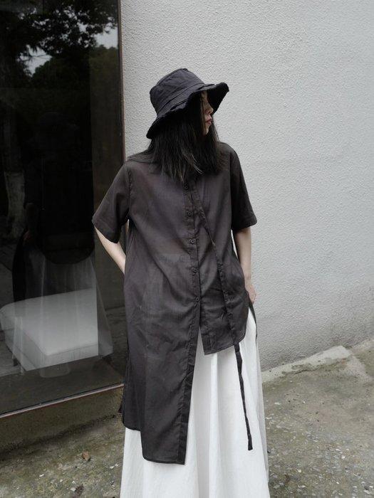 ||一品著衣|| 暗黑風小眾設計感短袖襯衫復古山本風文藝日系黑色左右不對稱上衣女夏ym