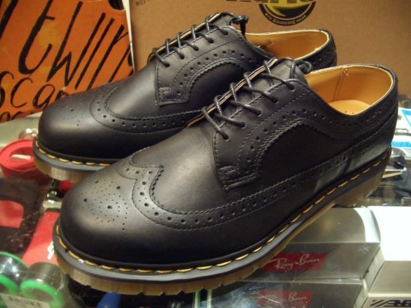 { POISON } Dr. Martens 3989 雕花經典皮鞋短靴 西海岸風格 多配色提供 全尺寸訂購