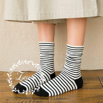 【ZEU'S】韓國條紋學院風中筒襪『 02119424 』【現+預】B