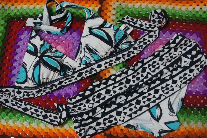 Kini精選-外銷歐美泳裝-萊卡比基尼一套-[8/低腰褲裙]-白底綠葉民俗風紋-特價390元