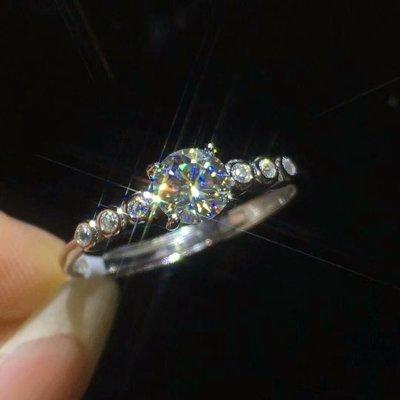 【莫桑鑽戒指】18K白金莫桑鑽戒指 摩星鑽 主石50分 D Color VVS 附證書 配石莫桑鑽