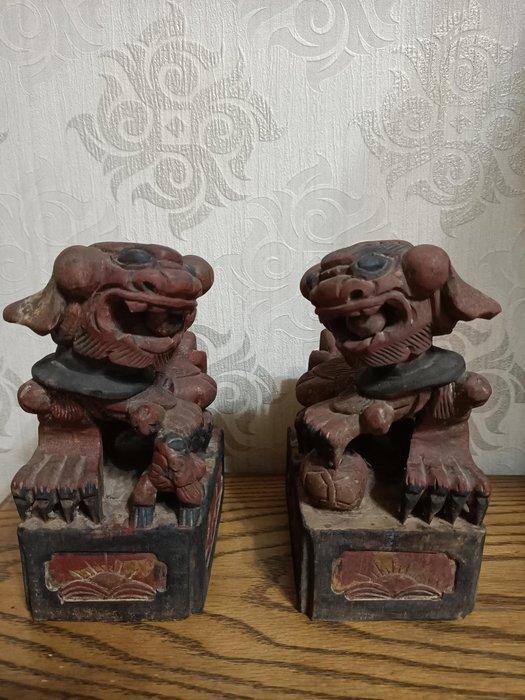 古董雙獅 古玩木雕對獅 鏤空雕 透雕 早期骨董收藏 紅眠床對獅 吉祥擺飾