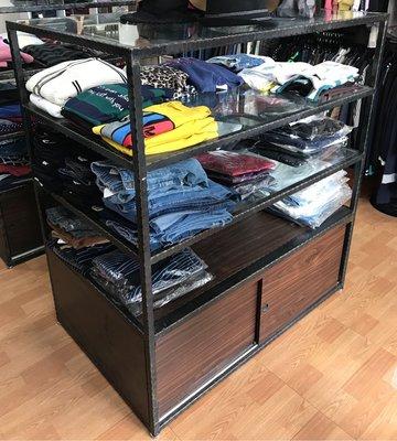 二手 服飾店 中島櫃 展示櫃 層板櫃 玻璃 工業風(原價27000元)