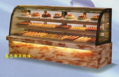 鑫忠廚房設備-餐飲設備:八尺落地型弧形蛋糕櫃-賣場有西餐爐-烤箱-水槽-工作檯