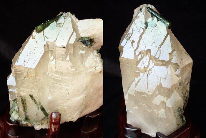 ~shalin-crystal~~巴西綠碧璽水晶骨幹~2.15公斤~完整原礦~值得收藏!