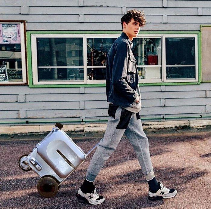 Airwheel可以騎的行李箱 走累了 可以騎著逛街 買菜 旅行
