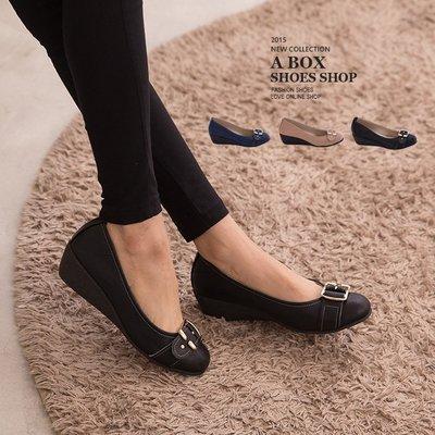 格子舖*【KN899】5CM厚底 舒適乳膠鞋墊 金屬扣環素面皮革  圓頭楔型厚底增高包鞋 3色
