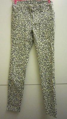 只穿過一次~~COCO DEAL 米白 灰豹紋 彈性 skinny 長褲 (Size: 2)