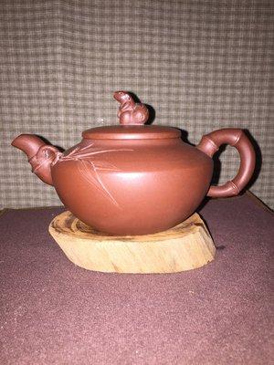 早期紫砂壺—竹節松鼠款式,泥料:老紫泥,9孔出水,容量約280CC