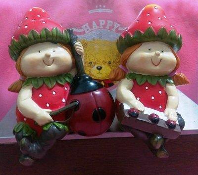 龍廬-自藏2手出清~波麗彩繪 草莓娃娃女孩瓢蟲提琴&鋼琴2個一組 民宿 居家 庭院擺飾/只有1組