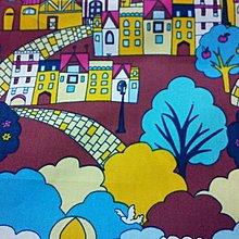 *零碼布手作* 房屋 房子小鎮 熱氣球 船 河 雲 鳥 樹 木 蘋果 度假 紫色 1/2碼 台灣純棉布 PU259