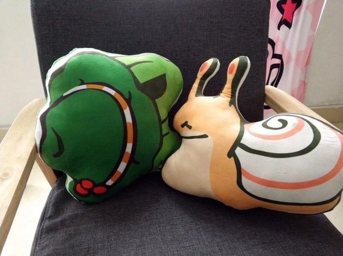 暖暖本舖 旅行青蛙 日本爆紅遊戲 青蛙 青蛙遊戲 日本手遊青蛙 青蛙抱枕 青蛙睡枕 青蛙公仔 午睡枕 靠腰枕 靠背枕頭