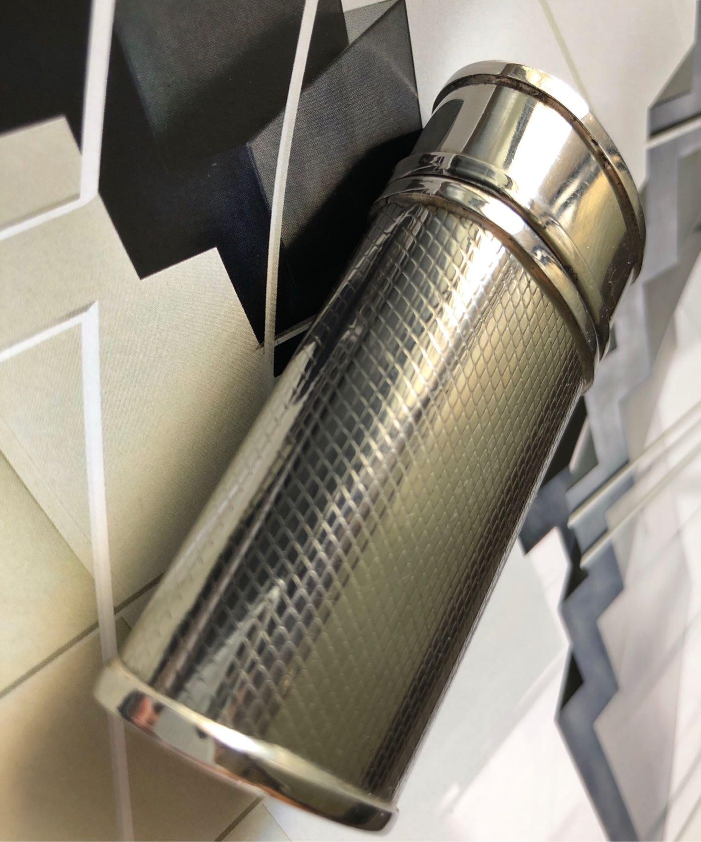 法國巴黎購回的全新金屬製作,隨身藥盒/煙灰缸,7cm/3.5cm
