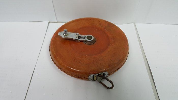 台灣早期由美國製作真皮的皮捲尺(長度30m)--品相完整(皮尺的材質為帆布)